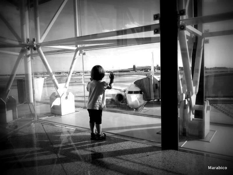 viajar_bebe_niños_aereopuerto