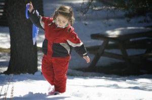 niña_jugando_nieve