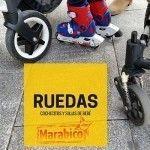 Las ruedas en los cochecitos y sillas de paseo de bebé.