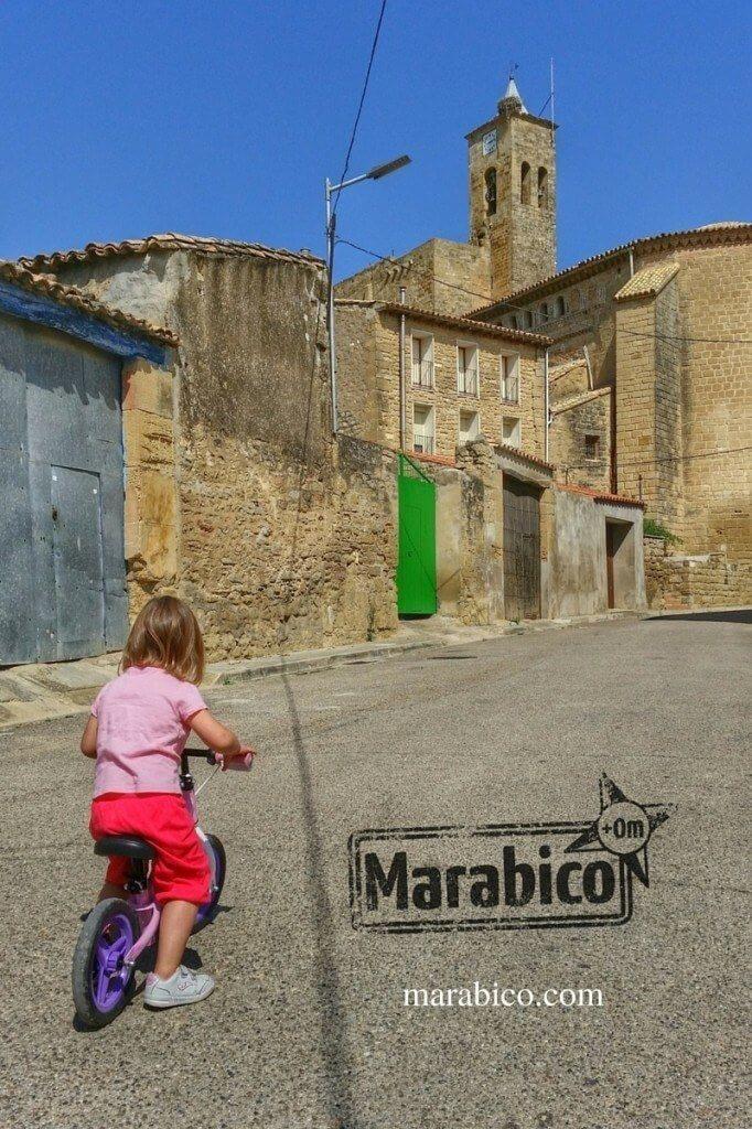 En el pueblo con la bici